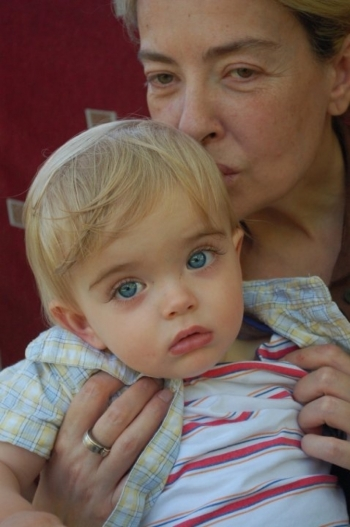 როგორ ცხოვრობს ამერიკაში ლიკა ქავჟარაძის შვილი და შვილიშვილი, რომელმაც სილამაზით მსახიობი დაჩრდილა