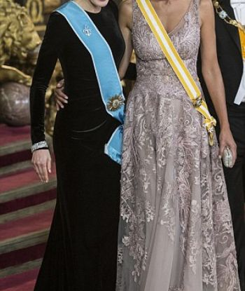 არგენტინის პირველი ლედისა და ესპანეთის დედოფლის ფოტოებმა ინტერნეტსივრცე აალაპარაკა