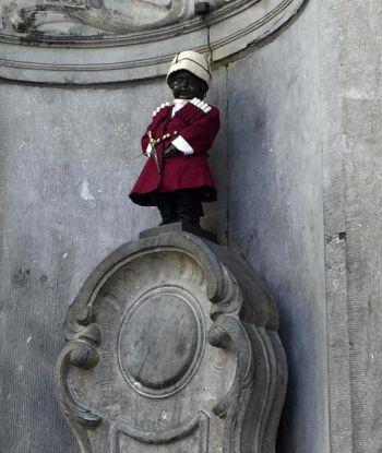 ბრიუსელის სიმბოლო ქართული ჩოხით - როგორ ულოცავს მსოფლიო საქართველოს დამოუკიდებლობის დღეს